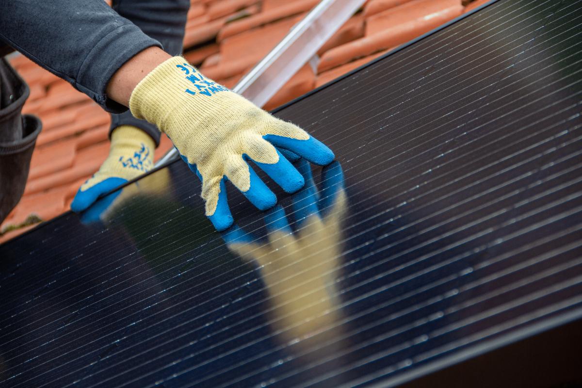 Zonnepanelen: het zonnetje OP huis! Zelf installeren? Neem geen risico!